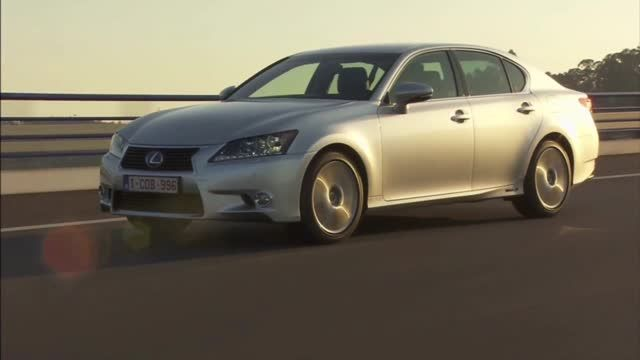 News video: Lexus GS 300h IN MOTION